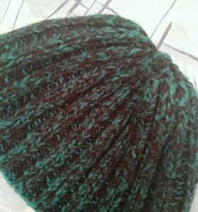 Черно-зеленая шапка