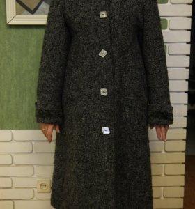 Теплое пальто букле Gino Bacconi