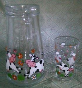 Кувшин со стаканом для молока