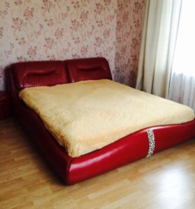 Двуспальная кровать евро.