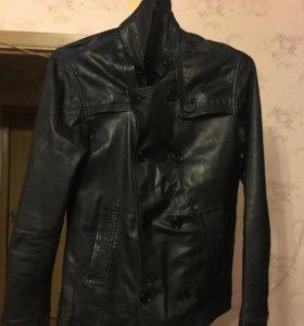 Мужская кожаная куртка не много бу