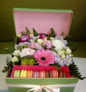 Коробочка с живыми цветами и печеньками