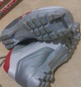 Ботинки лыжные, лыжные палки