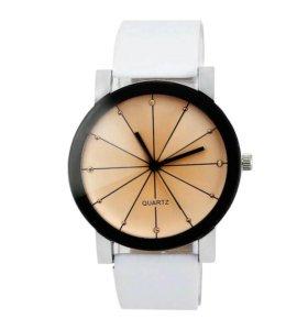 Новые часы супер стильные с пленкой.