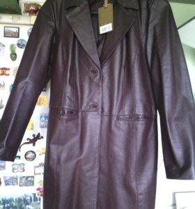 Кожаное пальто.