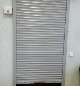 Роллета на входную дверь в офис