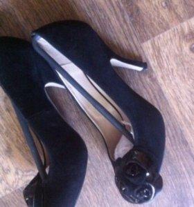 Туфли замшевые с цветком