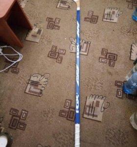 Продам хоккейную клюшку новую