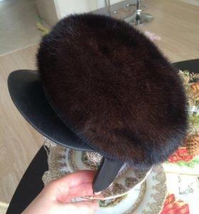 Норковая шапка с козырьком и ушками
