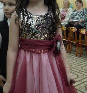 Потрясающее платье.