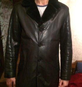 Продаётся кожаная куртка.