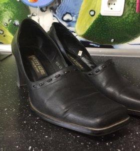 Кожаные туфли р. 38