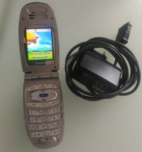 Pantech G900 телефон