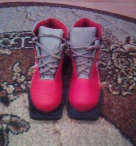 Лыжные ботинки. Размер 33