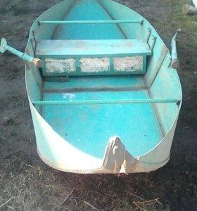 Лодка алюминиевая