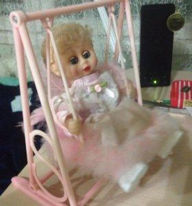 Куколка на качелях