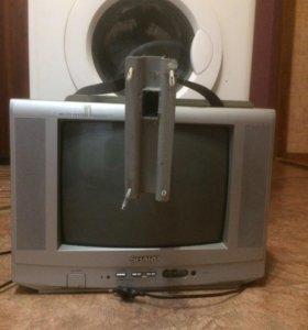 Телевизор , с Кронштейном.
