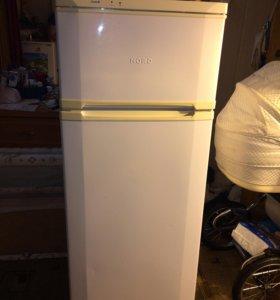 Холодильник , две стиральные машины