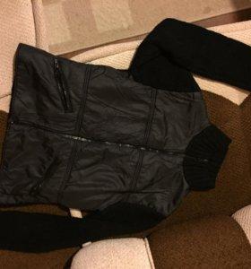 Курточка в виде свитера на молнии б/у за 2 киндера