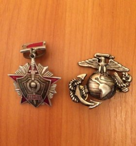 Медаль и эмблемы США и России