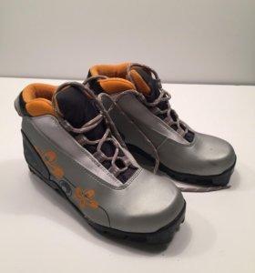 Лыжные ботинки 35