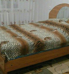 полутороспальная кровать с матрасом