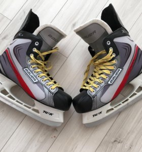 Хоккейные коньки (почти новые)