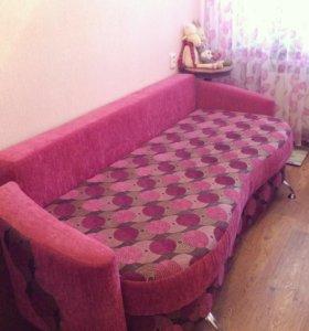 Розовый диван