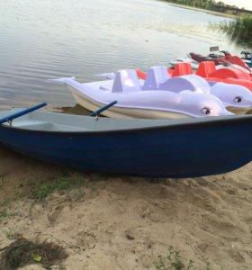 Лодка с вёслами