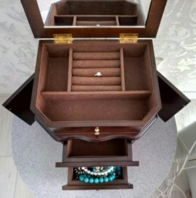 Шкатулка-комод для украшений
