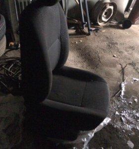 Кресло на ниссан альмера