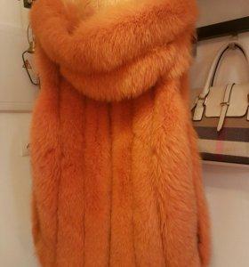 Меховая жилетка с капюшом