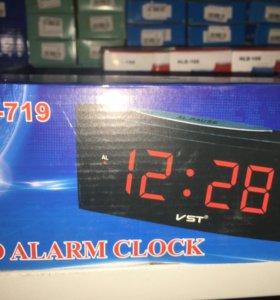 Часы электронные с радио.