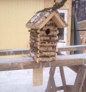 Рубленный домик для птиц