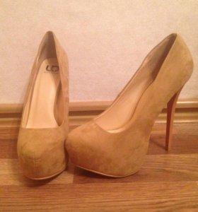 Бежевые замшевые туфли 👠