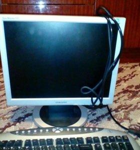Монитор и беспроводные клавиатура и мышь