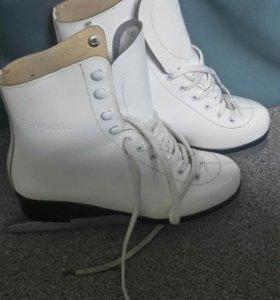 Коньки белые женские Pirouette