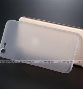 Пластиковый чехол на iPhone 7