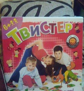 Игра для детей на полу