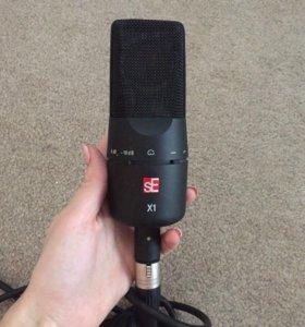 Конденсаторный микрофон для записи вокала и тд