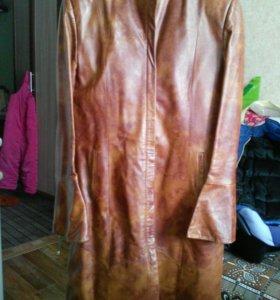 Сюртук кожанный,куртка кожаная и шуба искусственна