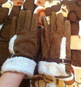 Перчатки замшевые с ремешком