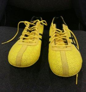 Шипованные кроссовки