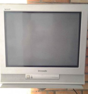 """Телевизор """"Panasonic """" с кронштейном на стену."""