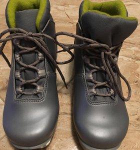 Ботинки лыжные, 33 размер