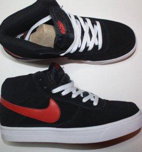 Супер популярные кроссовки Nike