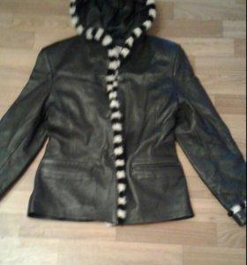 Кожанная куртка с капюшоном и мехом норки
