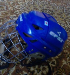 Шлем хоккейный с маской.