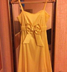 Платье яркого цвета сегодня
