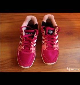 Кроссовки adidas 35 р-р
